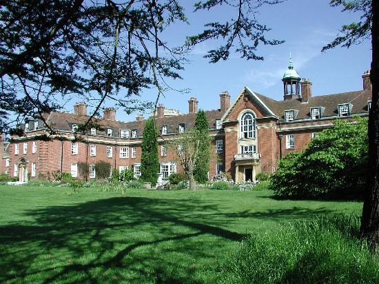 St Hugh's College: Garden3
