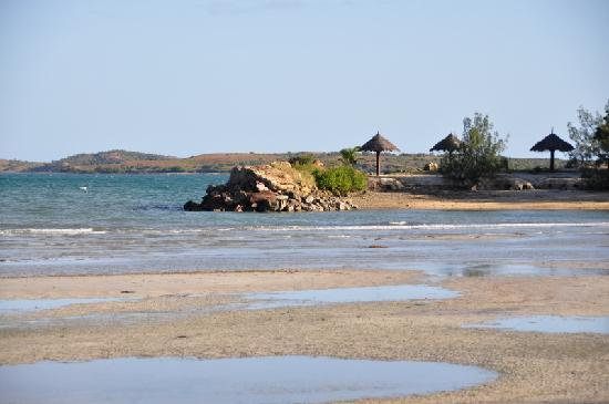 Poum, Nowa Kaledonia: Beach and little headland