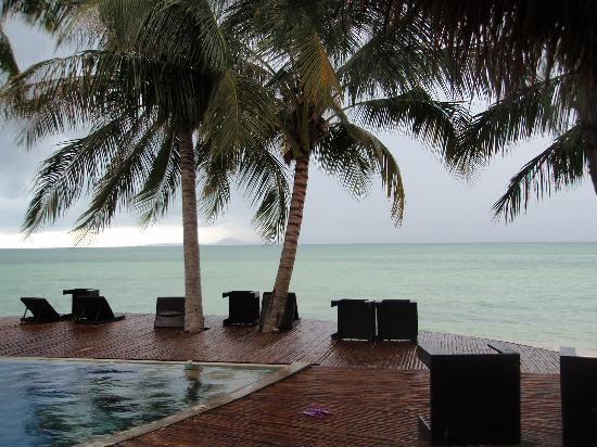 B 52 Beach Resort: Swimming pool after rain