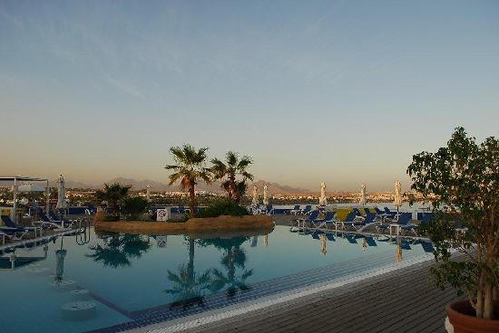 Lido Sharm Hotel: Pool View at Sunset