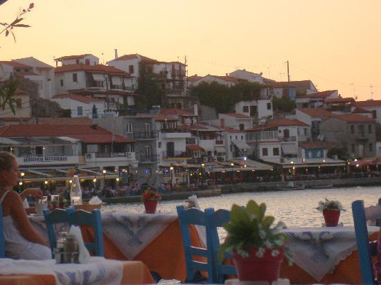 Samos Sun Hotel: Centro/porto di Kokkari