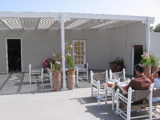 Hotel Vent des Dunes: Pour bien démarrer la journée : petit-déjeuner sur la terrasse !!