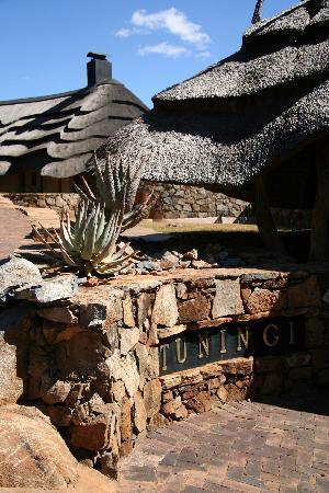 Tuningi Safari Lodge: entrance