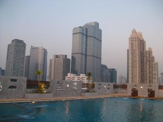 สาทร เกรซ เซอร์วิส เรสซิเดนซ์: the rooftop pool