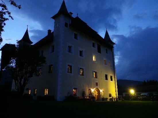 Schloss Saalhof: the castle at night