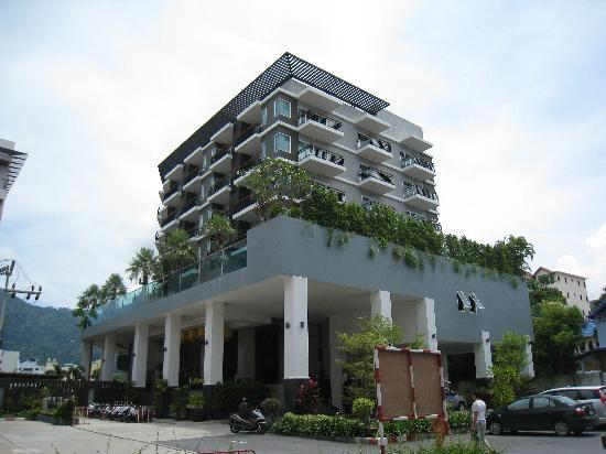 Andakira Hotel Patong: hotel from outside