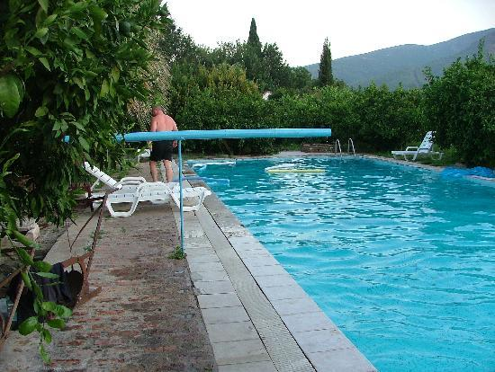 Kiwi Pension: the swimming pool