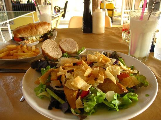 Hippo Bar & Grill: Cajun Chicken Salad