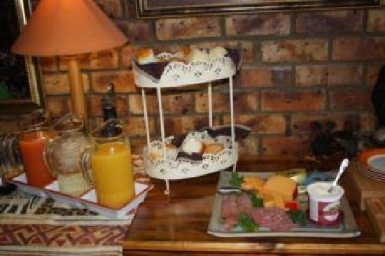 The Albatros Guest House: Breakfast Buffet