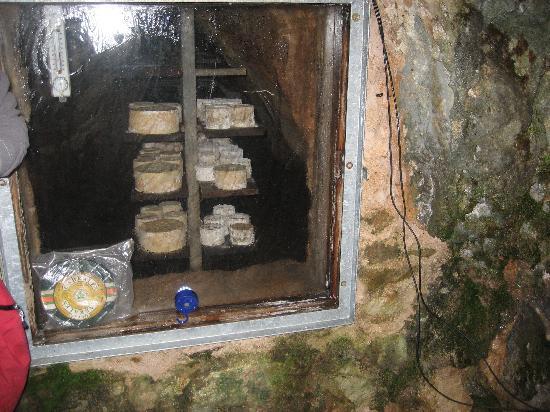 Ruta'l Quesu y la Sidra : Cueva del Riquisssimoo queso de cabrales