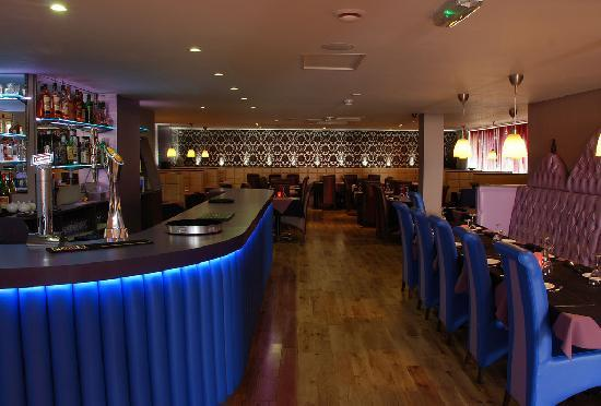 Indigo Restaurant: Bar and Main dining area