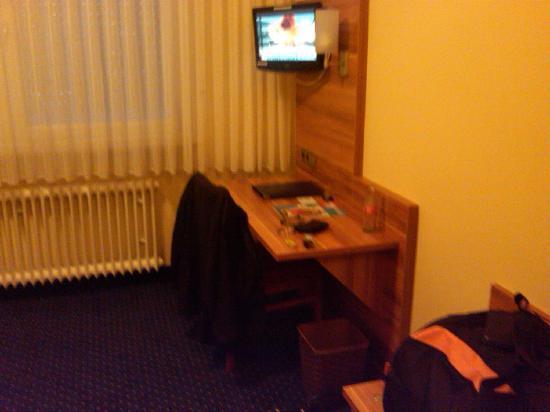 Hotel-Gasthof Rotes Roß: Zimmer 333 TV