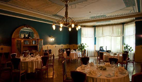 Ammende Villa: The dining room