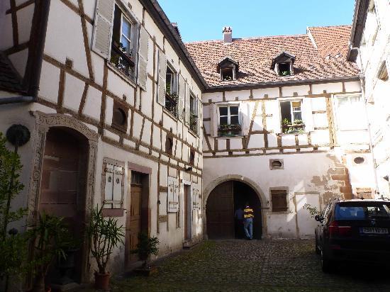 Garage picture of hotel le colombier colmar tripadvisor for Location box garage colmar