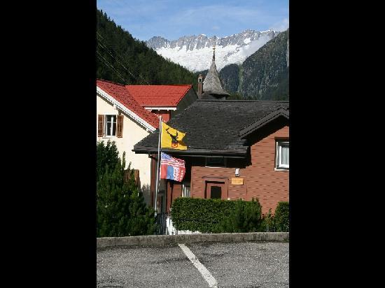 Hotel Zum Weissen Rossli : vue vers le  glacier