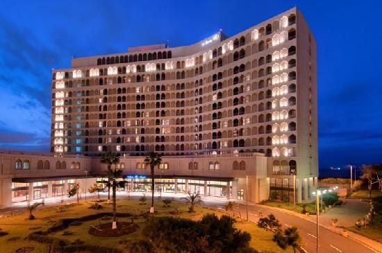 Hilton Alger: Exterior