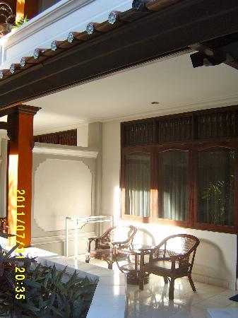 Bali Summer Hotel: Our patio