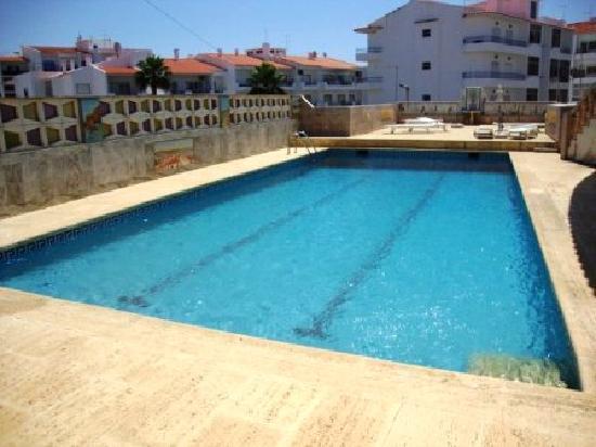 Lagos Travellers Inn: Swimming pool