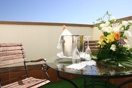 Hotel Las Villas de Antikaria: Terraza suite