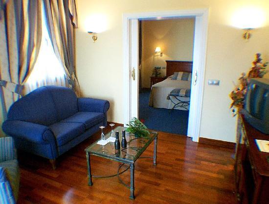 Hotel Las Villas de Antikaria: Salón suite