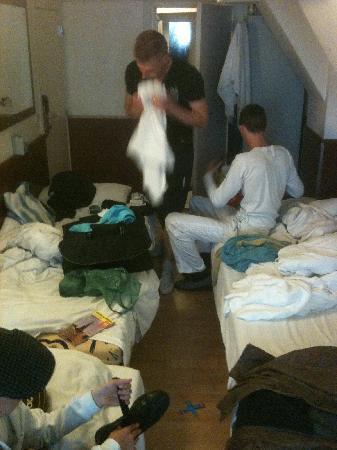 Travel Hotel: 30 cm d'allée centrale et pas de rangement