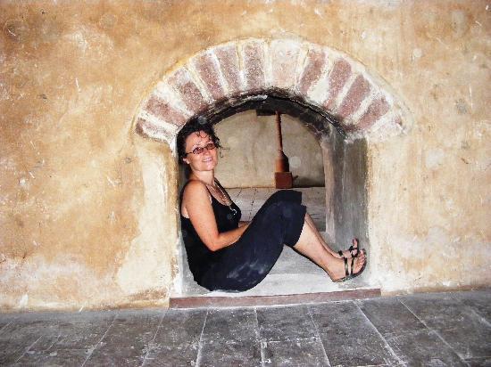 Fasil Ghebbi: A fireplace!