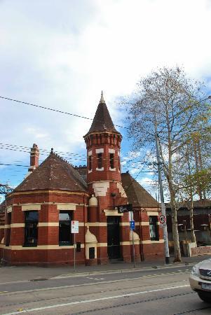 Swan Street: Unusual building