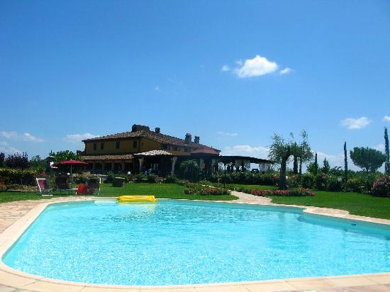Agriturismo Colleoli: View from pool to main accomodation morning