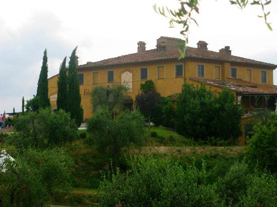 Palaia, Italy: Property at dusk from front