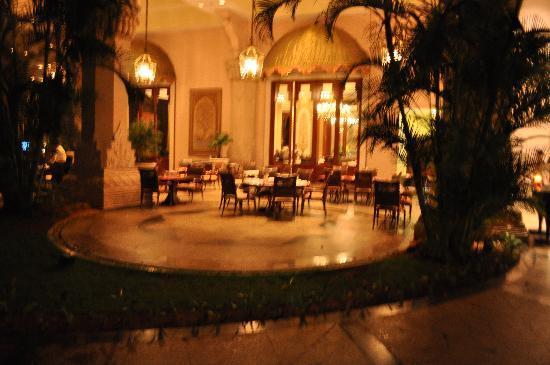 เดอะลีลาพาเลซ บังกาลอร์: restaurant