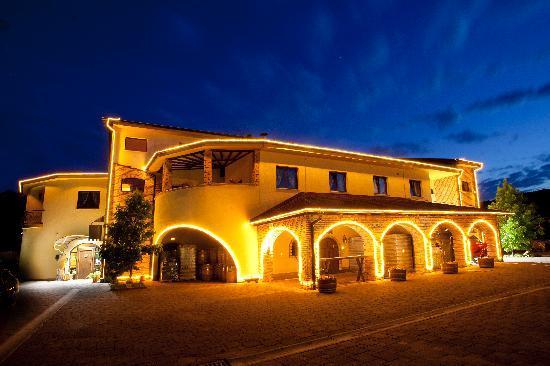 Stupnički Dvori : Hotel by night