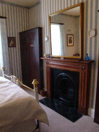 Apartments At York Mansions: Dutchess of York main bedroom fire place