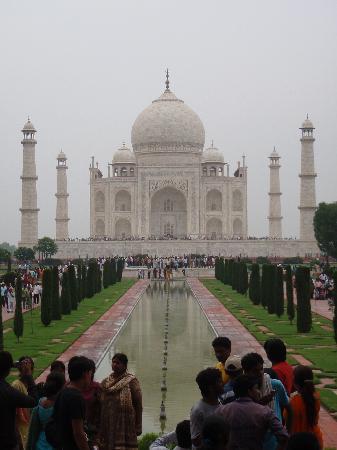 ทัชมาฮาล: Another view of Taj Mahal and the crowds