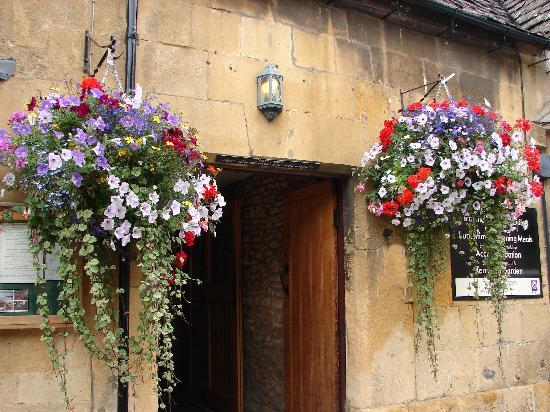 The Seagrave Arms: 8 bells pub in Chipping Camden excellent cider!