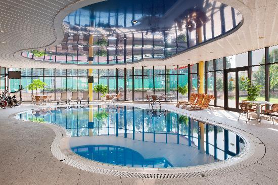 Holiday Inn Bratislava: Swimming Pool