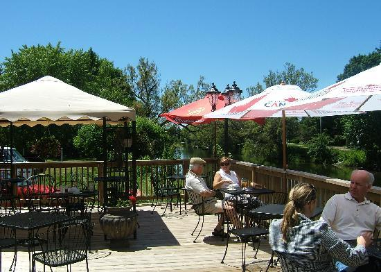 Grill on the Gull : Deck over Gull River
