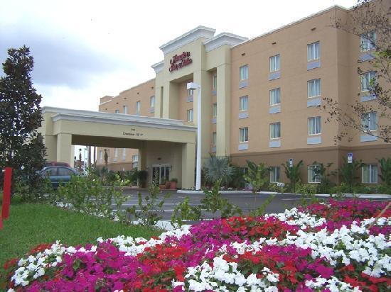 Hampton Inn & Suites of Ft. Pierce: Front Exterior
