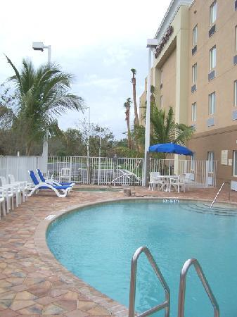 Hampton Inn & Suites of Ft. Pierce: Pool area