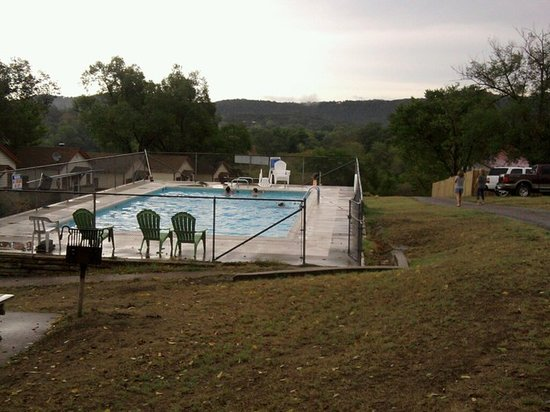 Riverview Resort: ozark mountain swimming.