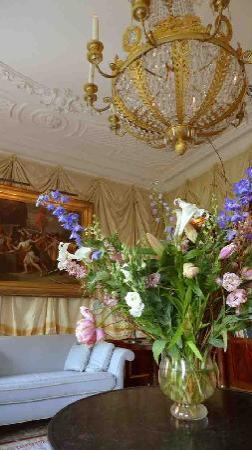 Park Mansion: great flowerbouquets refreshed during our stay