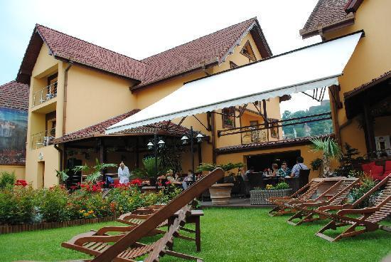 Korona Hotel: Hotel Korona pictured from the garden