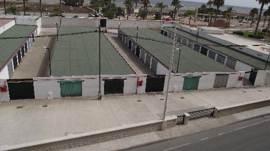 Gran Hotel Elba Motril: cocheras, locales y otra calle entre el hotel y la playa