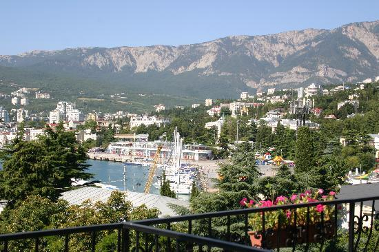 Bristol Hotel : Great view of Yalta from 5th floor balcony
