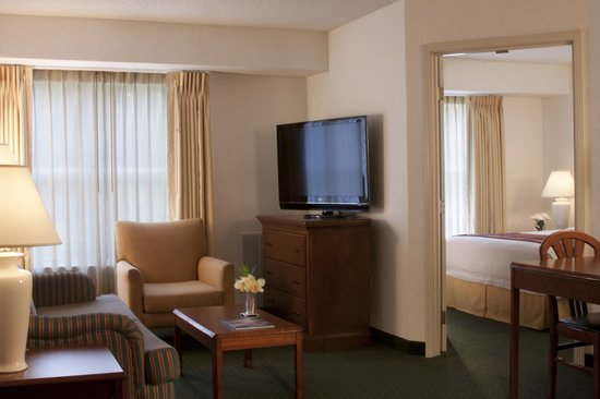 Residence Inn Jacksonville Butler Boulevard: Our one-bedroom suites feature a spacious living room, complete with a flat-screen, cable TV, a