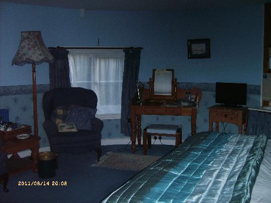 Manor Farm Oast: bedroom