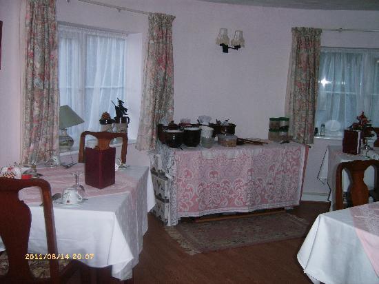 Manor Farm Oast: breakfast room