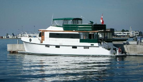 Making Waves Boatel: Toronto Bed and Breakfast on a Boat