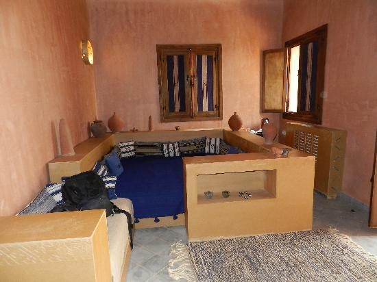 Terres d'Amanar: the living room of my bungalow
