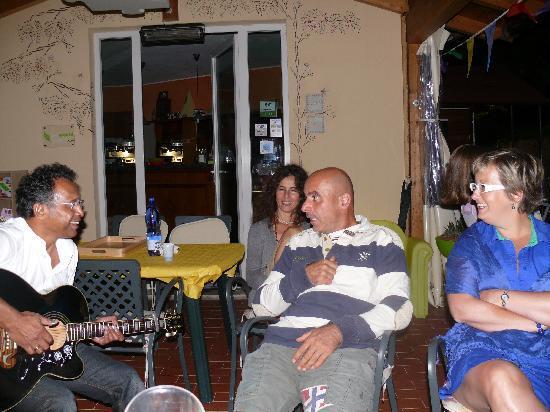 La Rocca Residence di Ragni Mauro: Zingen is geen hobby van Mauro..;)