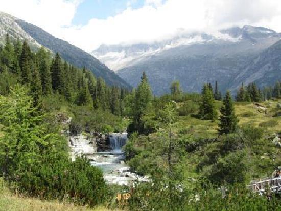 Rifugio Lupi di Toscana : fiume chiese
